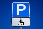 В отдел ГИБДД стали массово поступать жалобы от инвалидов, которые не могут припарковать свой автомобиль у социально значимых объектов