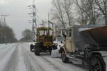 Дорожные отряды убирают снег в круглосуточном режиме