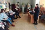 В канун Дня матери сотрудники Госавтоинспекции Каменска-Уральского встретились женщинами, ожидающими появления малышей