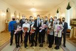 Сергей Бидонько вручил медали волонтерам акции «#МыВместе» за помощь уральцам во время пандемии