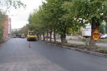 Ремонт дорог: проезжая часть одета в асфальтобетон, подрядчик завершает обустройство тротуаров