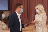 Глава города Алексей Герасимов вручил 12 каменцам молодежную премию