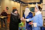 Под Новый год литейщики становятся художниками, дизайнерами и… «детишками» Деда Мороза