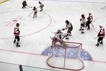 Каменск играет в хоккей