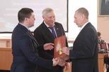 Глава города поблагодарил работников ЖКХ и сферы услуг за профессионализм
