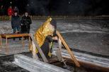 Очистились душой и телом: сотни работников СинТЗ приняли участие в крещенских купаниях