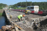 Байновский мост: плиту вычистили, монтируют ливневую канализацию